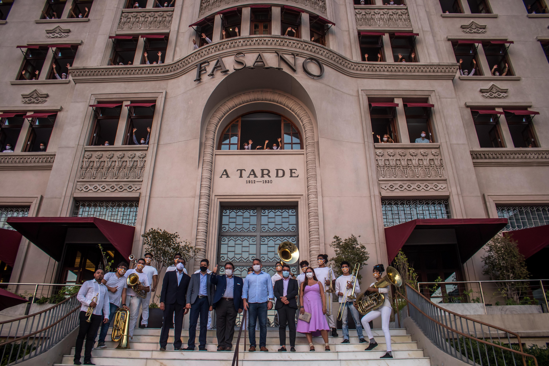 Secretários e investidores no evento de reabertura do Fasano
