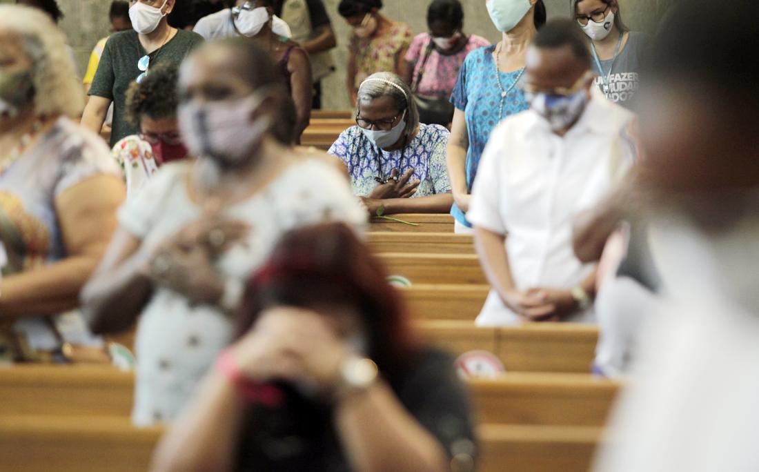 Fieis católicos e devotos da primeira santa brasileira se reuniram no seu Santuário para participar da missa solene presidida pelo Frei Giovanni Messias.