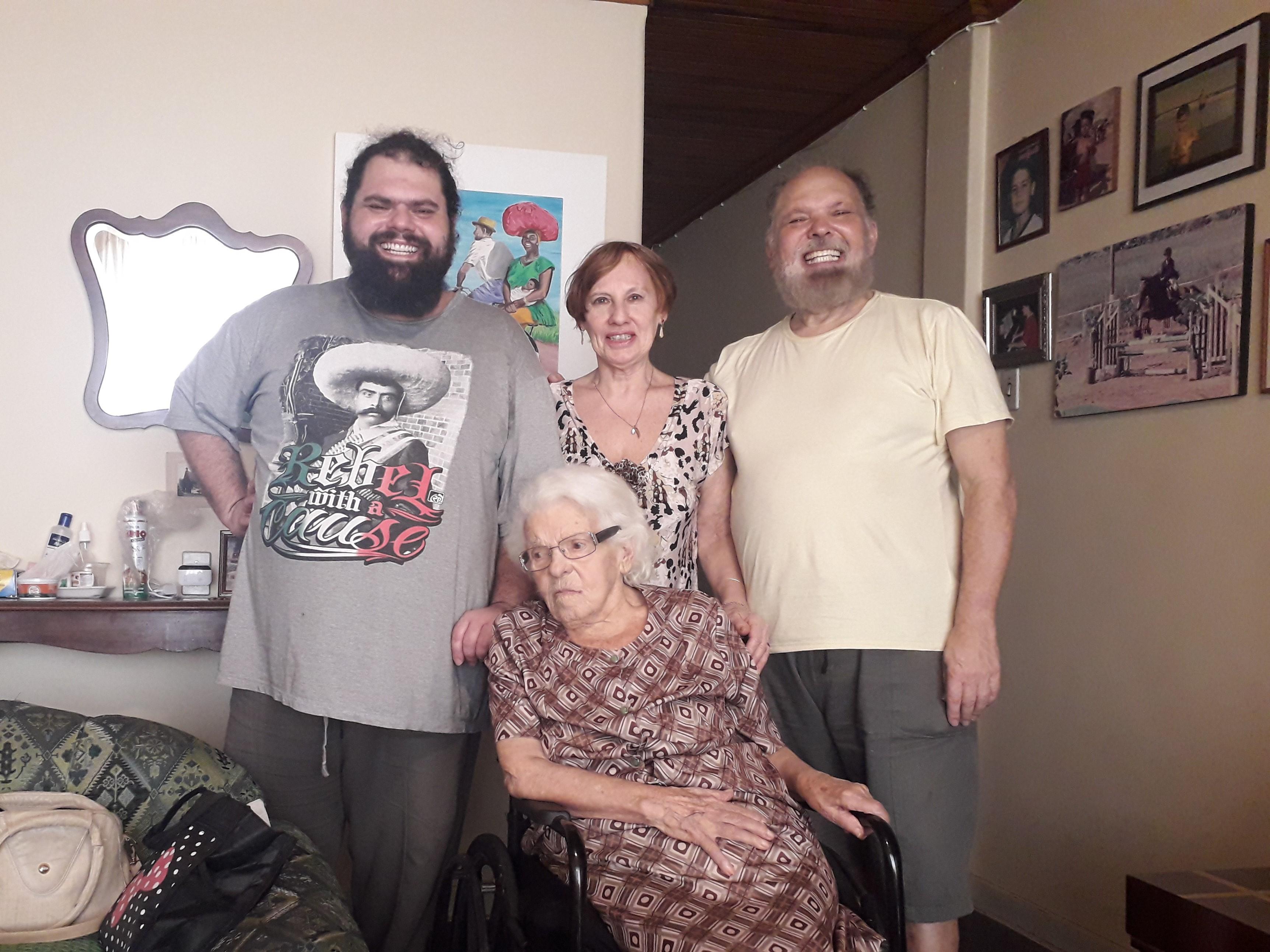 A família do ator Ricardo Nolasco encarou o conflito de gerações e agora todos se entendem melhor em casa