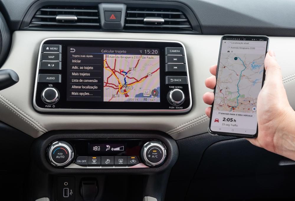 A central multimídia tem 7 polegadas espelha smartphones com sistemas Android e IOS