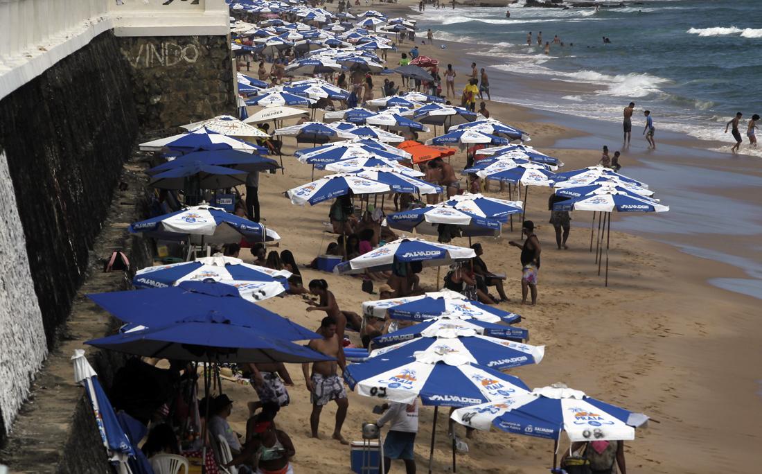 Apesar de estarem fechadas nos fins de semana, muitas praias têm registrado frequência alta também nesses dias.