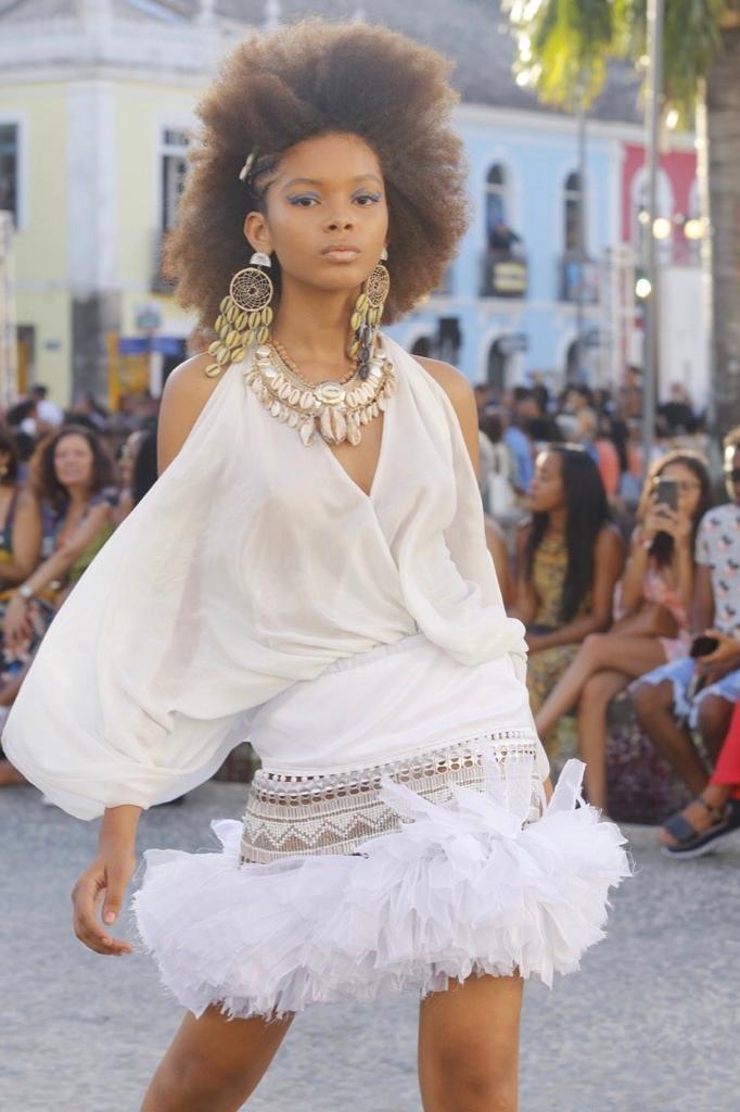 Sophia Laura, 16 anos. Desfilou no AFD a primeira vez em 2019 (foto). Posou para revistas do Brasil, como a Vogue, da Coreia do Sul e do Japão, onde vestiu a coleção da cantora Nicki Minaj. Será agenciada em São Paulo.