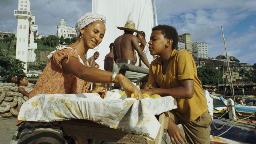 Com a atriz Luciana Souza (dona Luiza), numa das cenas iniciais do filme