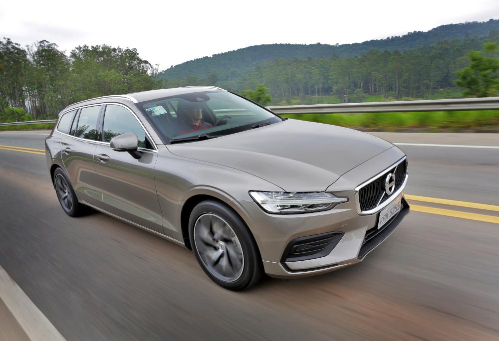 A Volvo parou de importar a perua V60. Agora só conta com SUVs e sedãs no país