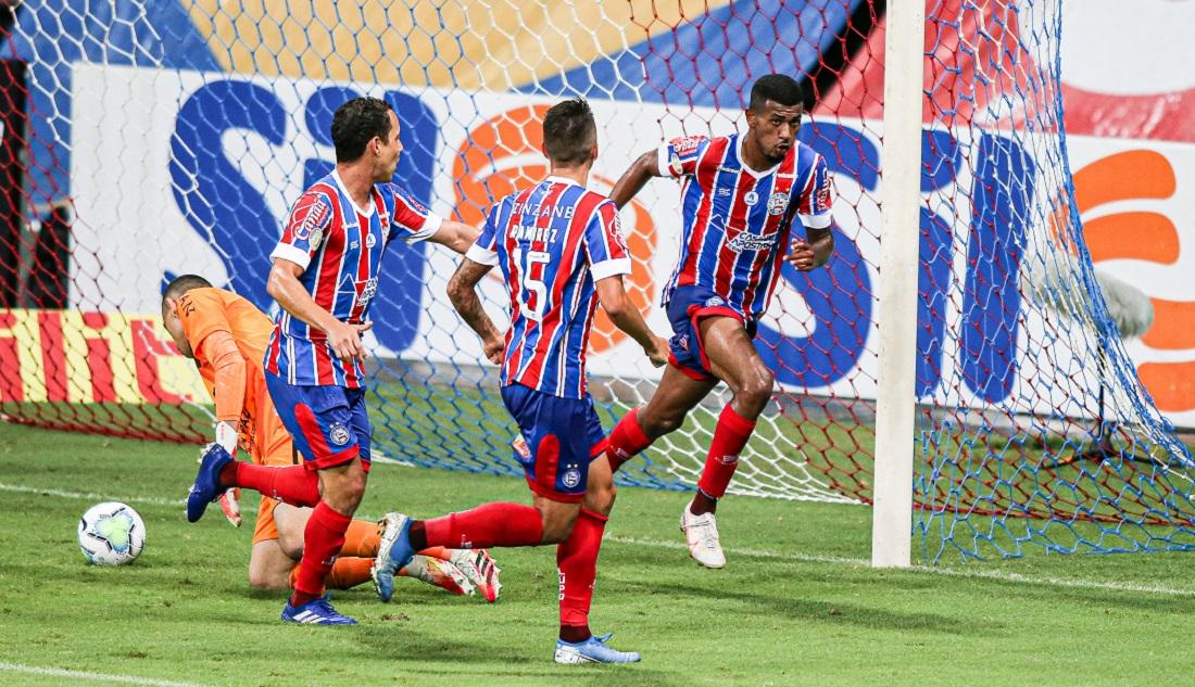 Thiago marcou o primeiro gol como profissional e deu o triunfo ao Bahia na Fonte Nova