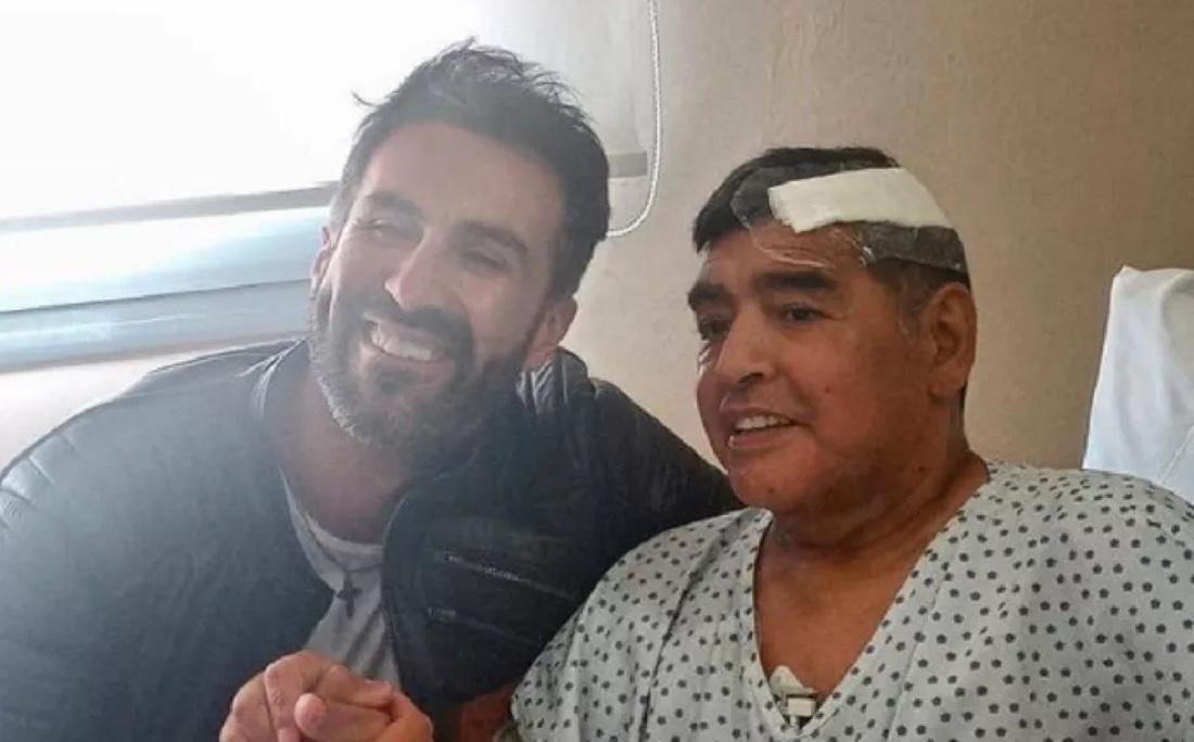 Leopoldo Luque e Maradona após a cirurgia do craque