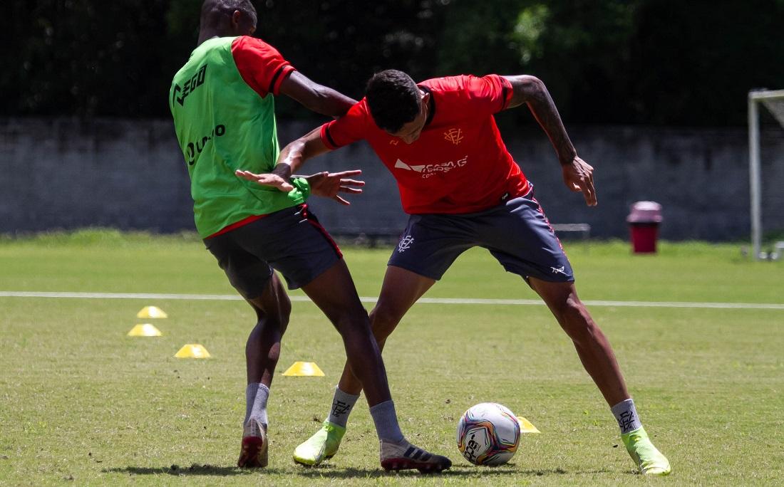Jogadores do Vitória participam de treino tático na Toca do Leão
