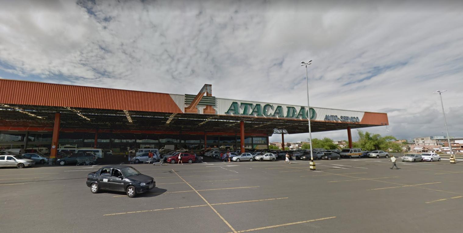Homem é baleado enquanto fazia compras em supermercado de Cajazeiras