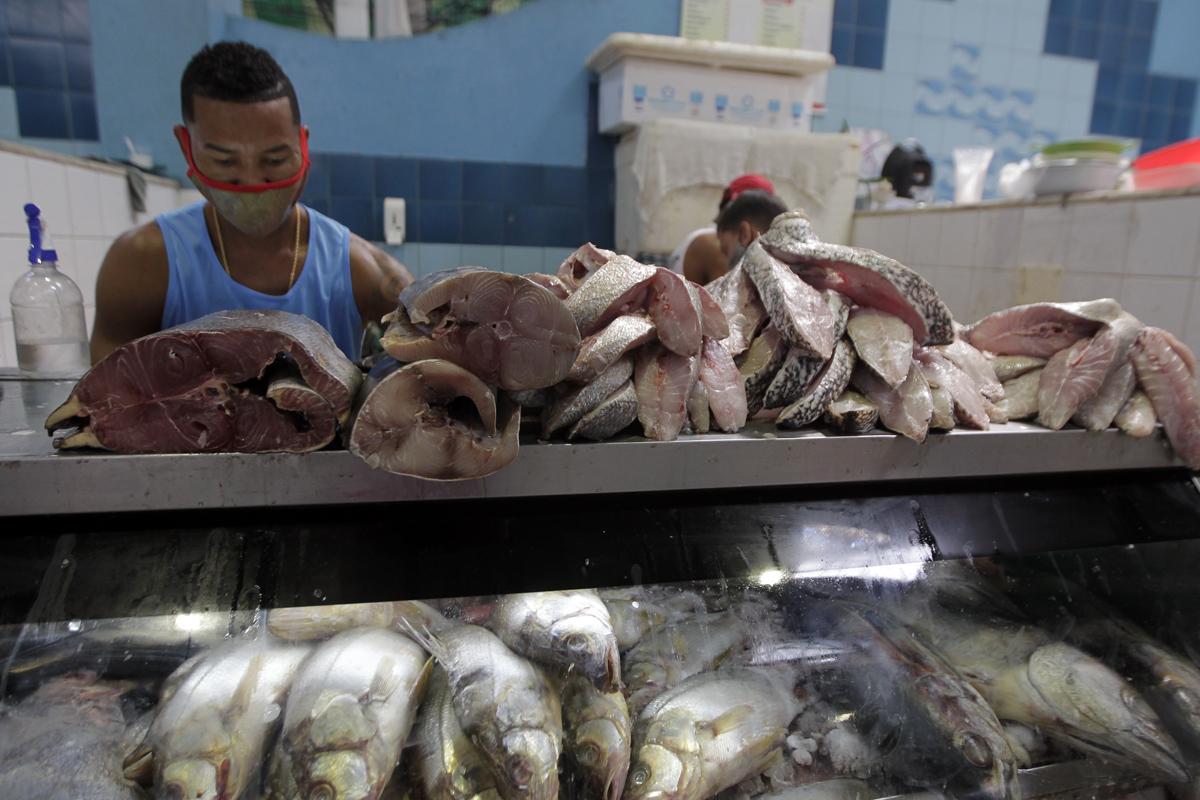 Essa queda dos preços do camarão é explicada elo fechamento de estabelecimentos comerciais, bares e restaurantes.