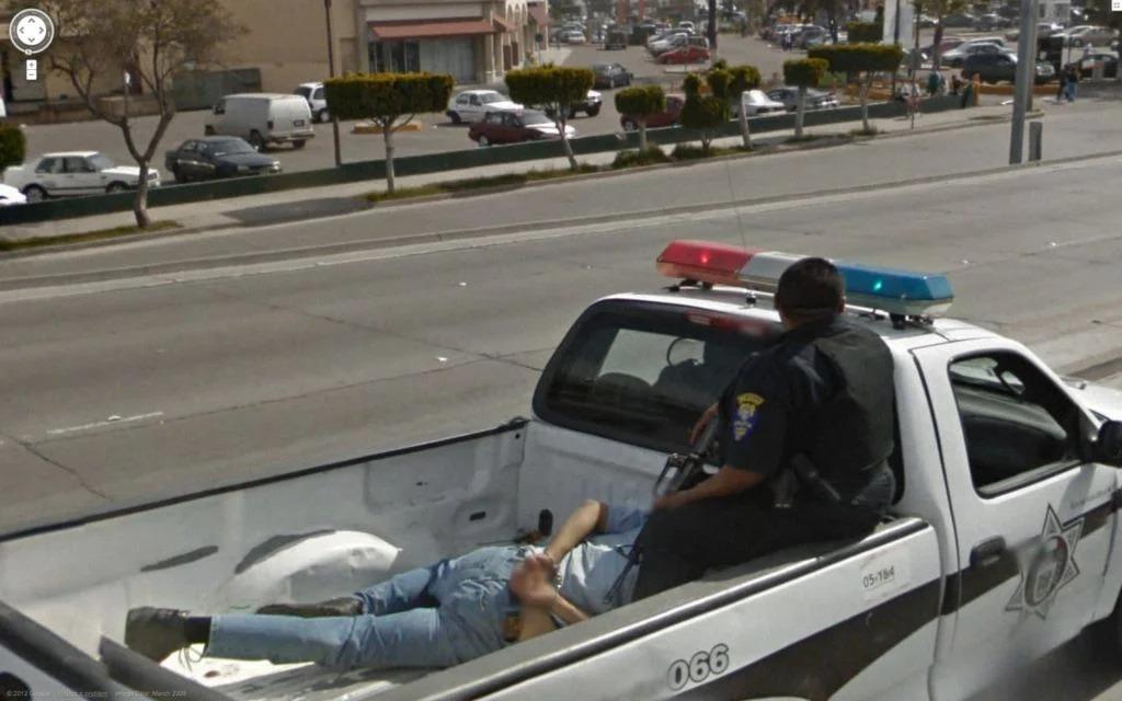 Homem sendo detido
