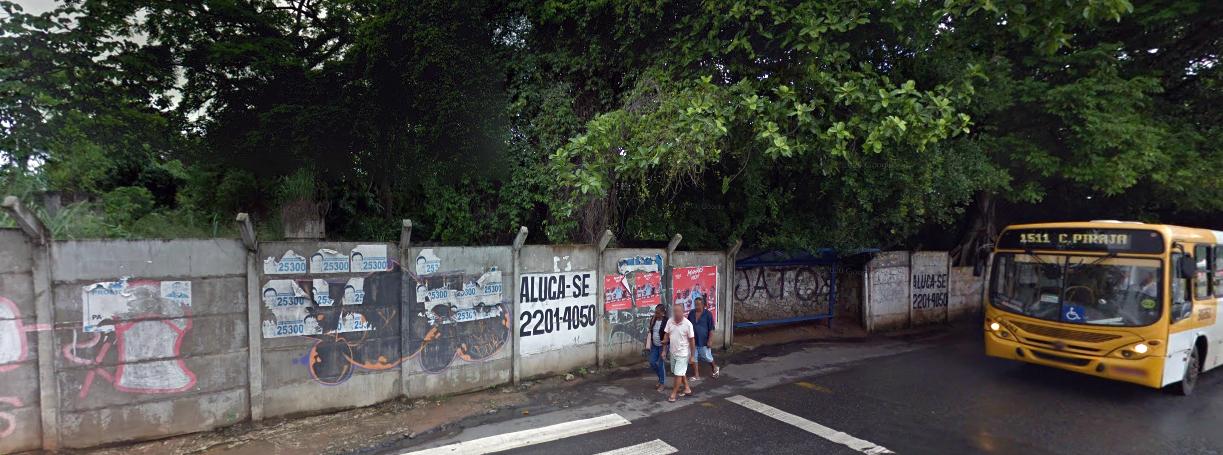 Cerca de concreto avançou até o ponto que fica em frente ao atual Condomínio Alto de Pirajá
