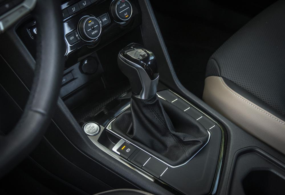 A transmissão é sempre automática de seis velocidades
