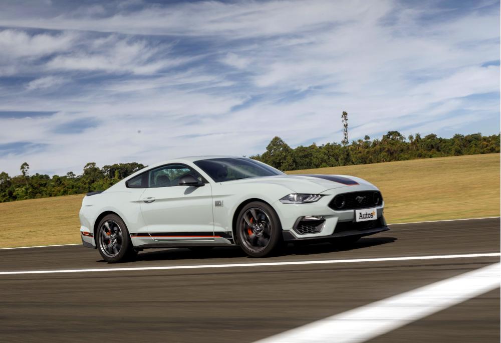 O Mustang GT foi utilizado como base, mas a Ford adotou componentes dos Shelby GT350 e GT500
