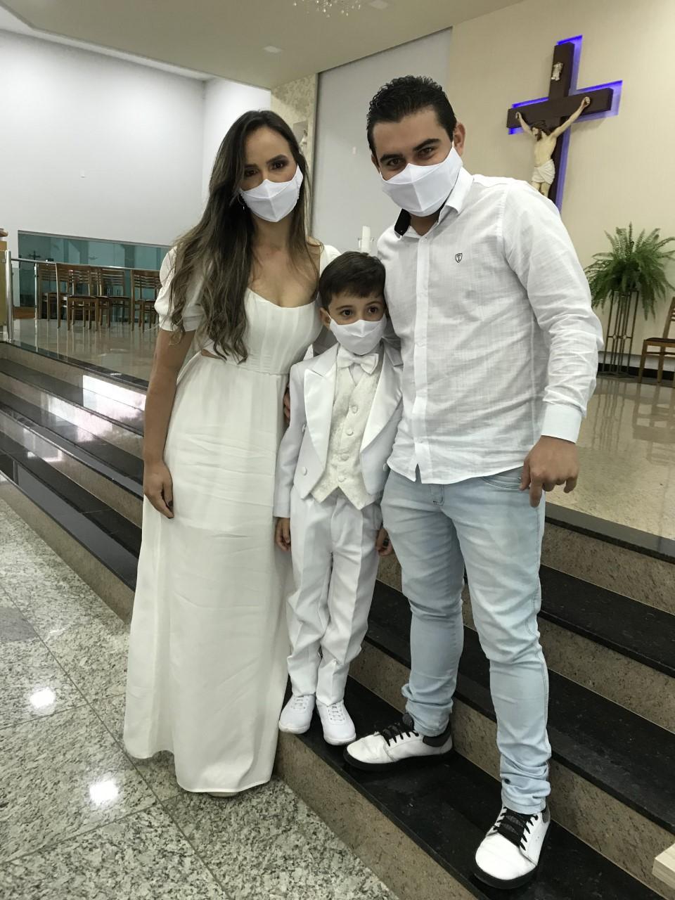 Davi com a mãe, Juscimara, no batizado